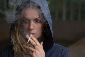 Mujer con adicción a sustancias
