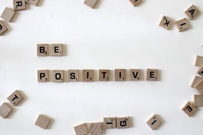 Cómo ser más positivo sin morir en el intento